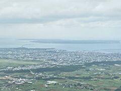 宮古島上陸 奥に見える橋は伊良部大橋です。 今回は行く予定はございませんが、いつか行ってみたいですね