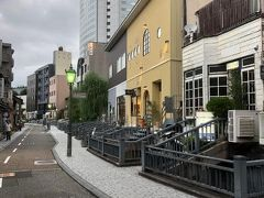 香林坊東急スクエアの裏にあるせせらぎ通りは用水路が傍らを流れ、個性的な飲食店や雑貨店がありおしゃれな雰囲気です。