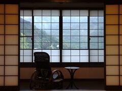 15時のチェックインに合わせて、箱根湯本駅から乗合バスで向かったのは、こちら「養生館はるのひかり」さんです。 HPからの予約で35%オフ料金。2泊なのでお得感すごーい!