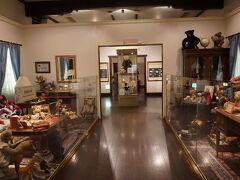 ナイアンローデ城の中にあるテディベアキングダムに入る。館内には7000体ものテディベアが展示されている。