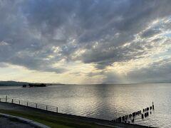 宍道湖の夕日スポットへ!!  天気悪くて雲が多かったので夕日が出てきたり隠れたり、、でしたが