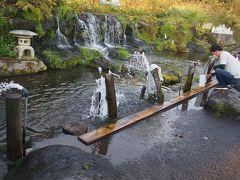 真狩湧水の里で名水をGET。  京都伏見あたりの地下水と異なり、これでもかと湧き出た水は見た目まったくありがたみを感じなかったが、後でこの水で焼酎のお湯割りを作ったら、びっくりするほどうまかった。  担いで帰れば良かったと後悔。