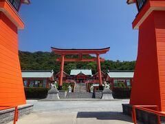 角島から23km、大きな朱色の鳥居と荘厳な雰囲気の福徳稲荷神社に11:18到着。千本鳥居もあります。