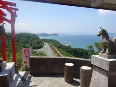 千本鳥居は、岬の奥の院まで1000本以上の鳥居が並び、終点からは日本海の大パノラマが広がっています。