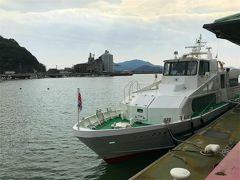 笠岡駅から港までは歩いて5,6分。 12:30出港の高速船が待機しています。 45分ほどの船旅です。乗船前に検温がありました。