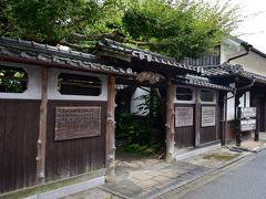 ●松屋旅館  街道沿いに古くからある「松屋旅館」の門前には、過去、こちらに宿泊した著名な政治家や文人の名前がズラリ。