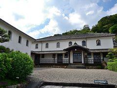 ●開明学校  では次に向かいの「開明学校」へ。 こちらの建物は、明治時代の1882年に建てられた擬洋風の小学校校舎で、現在は教育資料館として活用されています。