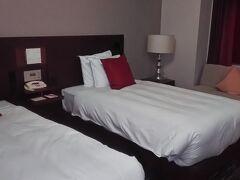 1泊目のANAクラウンプラザホテル米子、スーペリアツイン。シンプルで快適です。