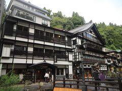 銀山温泉 てくてく、、  銀山温泉は大正末期から昭和初期に建てられた為、、 昭和らしい雰囲気の旅館も、、