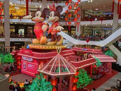 パビリオンも旧正月の飾り付け ミッキーとミニーかわいいーーー!  サービスカウンターには韓国か中国人だと何かしらサービスが受けられたみたいで言葉も通じていたみたいです。 日本語日本人は皆無(泣)