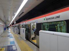 今回は横浜泊まりなので、エアポート快特ではなく、エアポート急行に乗ります。いつも空いていて、クロスシートもある急行をうらやましく眺めており、「念願」かなう日です。  ところが全線京急線内の列車なのに、待っていたのは都営地下鉄の車両。こんな運用あるんですね… しかもそんなに空いてはおらず、想像していた旅路ではありませんでした。