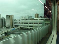 空港線内では各駅に停車し、重層高架の蒲田駅へ。スイッチバックして、横浜方面へと向かいます。