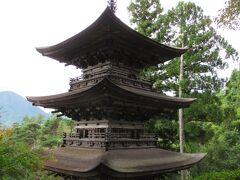 9:00 大法寺の国宝三重塔は「見返りの塔」とも言われ、その美しさで、全国の中でも国宝が有る唯一の村:青木村の宝ともなっています。 拝観料は自己投入制で300円。
