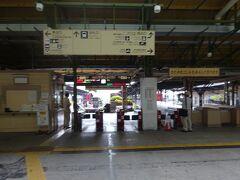 さらに門司港駅構内を散策し、海峡プラザで休憩して15:40 最後の観光地長府に向けて出発。
