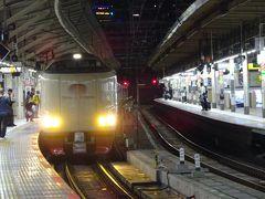 21:40頃、東京駅にサンライズ出雲入線。 台風14号の影響で予定していた土曜夜発が運休となってしまいましたが、日曜夜発に空きがあり、振り替えてもらうことができました。 新幹線か飛行機に切り替えようか迷いましたが、やっぱりこれに乗りたかった!