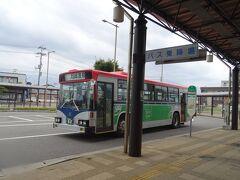 豊栄駅に9時45分とうちゃく。 そこから30分ほど待って、10時15分、 シャトルバスに乗って目的地へ行くヨ。