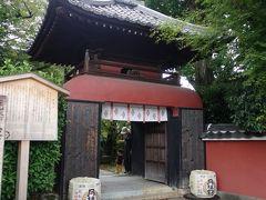 特徴的な門構えの長建寺が見えてきました。正式には辨財天長建寺。