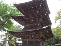 重要文化財「未完成の完成塔」といわれる三重塔が見事です