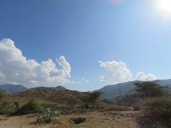 昼食後、ケレンを出発してアゴルダトに向かいます。 この時は良く晴れていましたが、ここはエリトリア。コロコロ天候が変わるのです。雲も次第に多くなっていきました。