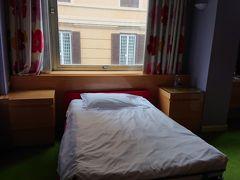 部屋も広く仕切れば2部屋に分けれます。 ベッドはフワフワしていて気持ち良かったです。  今日からホテルアルバーニローマで2連泊