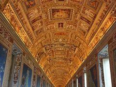 ヴァチカン美術館 地図の間になります。 イタリア各地の地図が展示されています。  今回の旅で訪れたヴェネチア フィレンツェ ピサ サンジミニャーノなど全て見つけることが出来ました。
