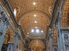 ヴァチカン美術館を出てサンピエトロ大聖堂へ  ローマカトリック教会の総本山 ローマ教皇庁が置かれているヴァチカン市国  世界最大のカトリック大聖堂です。