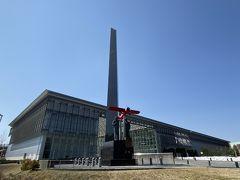 5分ほどで今回の目的地に到着。 今回の旅の最大のイベント、三沢航空科学館にやって来ました。 開館から17年、結構建物は新しいんですね。