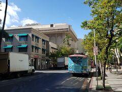 免税店、DFSの横から、アウトレット行きのバスが出ています。 バスのチケットもここで購入できます。