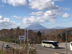 運転してると写真が撮れない。  と言うわけで中山峠到着。羊蹄の山頂には雲がかかっていた。