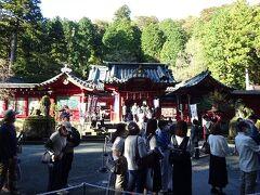 山のホテルを後にし徒歩にて 箱根神社へ向かいます 階段を上ってビックリ、参拝まで30分を要しました
