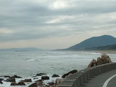 そこから太平洋ロングビーチでサーフィンを楽しんでいるサーファー達が見えた。愛知県では人気のサーフスポットらしい。近くにはサーフショップも多くあった。