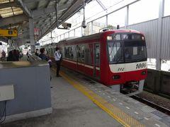 泊り先の鶴見から病院のある築地市場までは、京急と都営地下鉄大江戸線を乗り継いで行きます。  朝9時、川崎までの各停こそ座れたけど、大門までの快特はまだラッシュの続きの状態。子どもを抱っこしたまま、じっと耐えました。