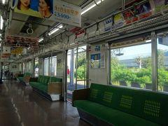 駅を経るほどに乗客は減っていき、のどかな雰囲気に。海芝浦支線は工場への通勤輸送が主たる役割で、昼下がりに乗るのは用務客か、観光客くらいです。