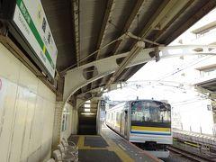というわけで素直に折り返し電車に乗り、鶴見駅の1つ手前の国道駅で下車しました。ここは鶴見線の「本線」たる区間なので、昼間でも20分間隔で電車が来ます。