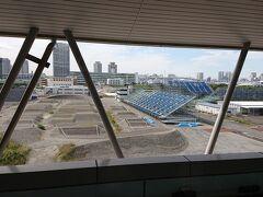 ゆりかもめの有明テニスの森駅から見た「東京オリンピックBMXコース」