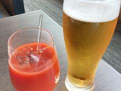 お決まりの生ビールとトマトジュース トマトジュースにはレモン汁とタバスコ、お塩と胡椒少々