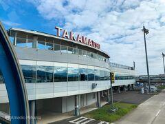 高松は快晴! 羽田で搭乗に遅れてきた人がいて出発が10分遅れ。バスも、フェリーも全てが繋がっているので10分のロスはあとあと響きます。 ダッシュでバスターミナルへ向かいます。