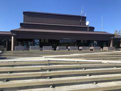 続いて、知床自然センターへ。 しっかりした建物で、さすが世界遺産と思います。 そのかわり、やはり観光客は多いです。