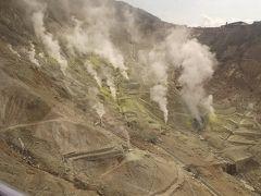 ロープウェイからの景色。硫化ガスすごいな~ ロープウェイは早雲山まで、そのあとは箱根登山ケーブルカーで強羅駅へ。