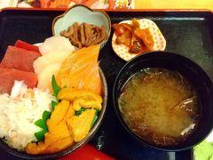函館朝市で唯一営業していたお店で夕食。5種お好み丼を頂きました。