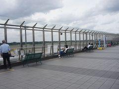 ●展望デッキ@成田空港第一ターミナル  結構、デッキには人がいましたが、地方空港のような便数に、みんな、退屈しているようにも見えました。