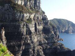 鹿島断崖は8000万年前の断層が見られます。(白亜紀の岩です。)