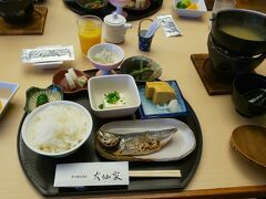 ご飯は8時半からにしました。 家じゃ朝ごはん和食なんて。 うまいうまい。