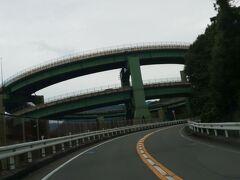 堂ヶ島を満喫して、七滝方面へ。 おお、これが旅番組でよく見るループ橋なのね! (前にも来たことありますが)