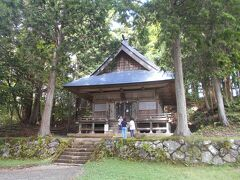 食後、訪れたのは火之御子社。中社からは15分。 こちらは神主さんがいません。境内も静か。