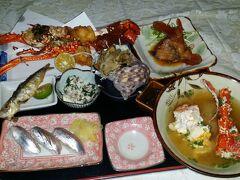 伊平屋島2晩目の夕食は、港ちかく海漁のマスターのおまかせコース2千円也。夜光貝のバター焼き、ミジュンの寿司と唐揚げ煮魚に、なんと1人に1本伊勢海老が、半身は焼いて半身は味噌汁で。沖縄の食事は安いとはいえ、これは原価を割っているのではと思っていると、さらに...