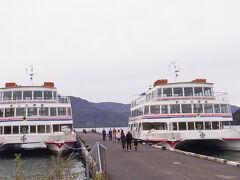 〈14:40〉十和田湖といえば、やはり遊覧船。 こちらも地域共通クーポンが使えました! 近くで見ると結構な迫力。