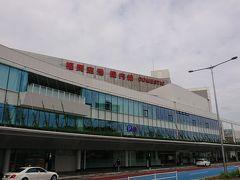 久しぶりの福岡空港は曇り空