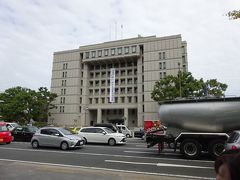 大阪市役所、大阪都構想は箕面市民なので関係ないですが、どうなっていくのかな。 都庁よりも質素ですが、周辺の空間にゆとりあり、歴史の重みを感じます。
