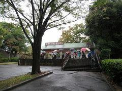 姫路を早朝に出発して高速で小牧まで。 10時前につき、雨でしたが2件の団体客が来てました。 駐車場料金1000円。入園料大人800円。